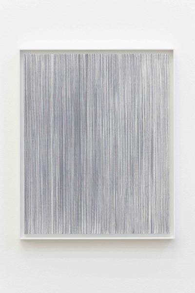 Matti Braun , Ohne Titel (schwarze, enge streifen auf weißem Grund) 2009
