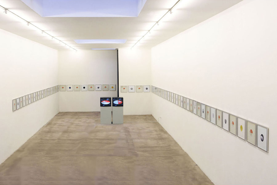Euan Macdonald, The Fields, installation view at Galleria S.A.L.E.S, Rome, 2006